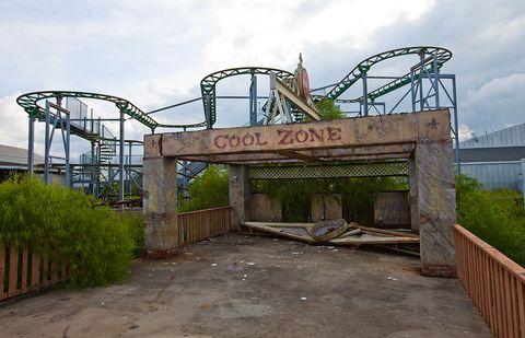 Amusement park, Bridge, Amusement ride, Roller coaster, Park, Iron, Nonbuilding structure, Truss bridge, Tree, Architecture,