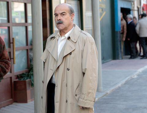 Dress shirt, Collar, Sleeve, Coat, Standing, Outerwear, Pocket, Overcoat, Street fashion, Blazer,