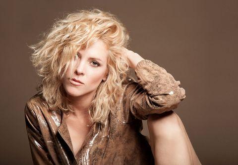 Lip, Hairstyle, Fashion model, Long hair, Step cutting, Flash photography, Brown hair, Blond, Layered hair, Feathered hair,