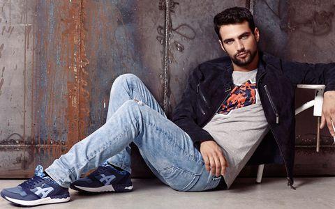 Denim, Trousers, Jeans, Sitting, Facial hair, Street fashion, Beard, Cool, Black hair, Knee,