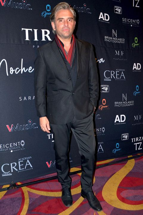 Suit, Carpet, Premiere, Event, Formal wear,