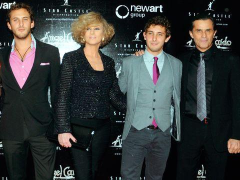 Suit, Event, Premiere, Formal wear, Performance, Tuxedo,