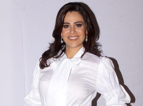 White, Formal wear, Sleeve, Blouse, Shirt, Uniform, Photography, Gesture, White-collar worker, Dress shirt,