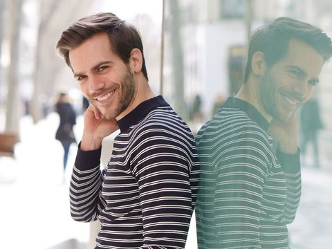 Hairstyle, Fashion, Cool, Smile, Neck, Shoulder, Fun, White-collar worker, Photography, T-shirt,