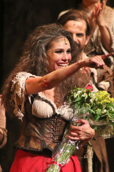 Entertainment, Performing arts, Dance, Event, Performance, Dancer, Performance art, Acting, Abdomen, Fawn,