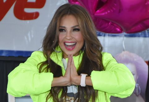Blond, Long hair, Television presenter, Brown hair, Smile, Gesture,