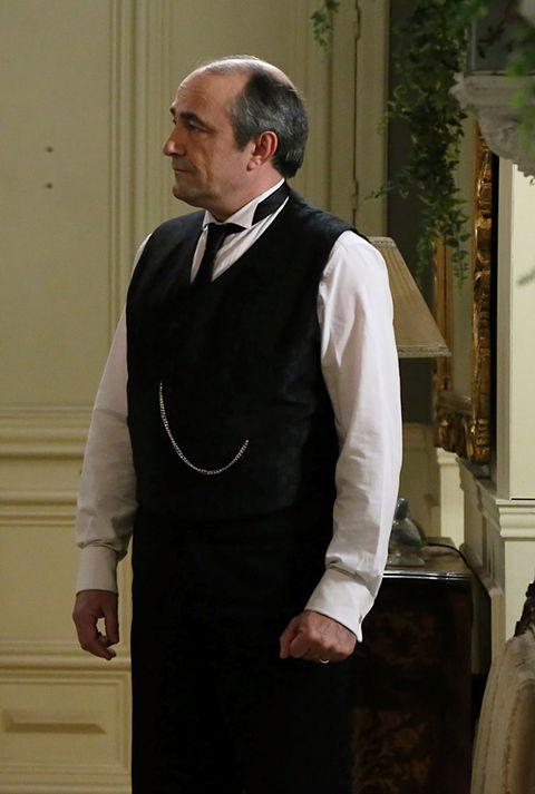Sleeve, Collar, Standing, Formal wear, Bow tie, Ritual, Tradition, Elder, Clergy, Priesthood,