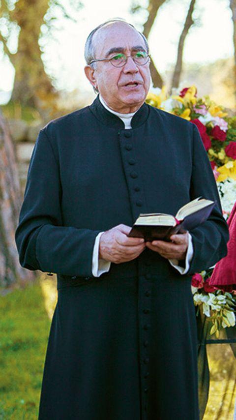 Glasses, Sleeve, Collar, Formal wear, Elder, Clergy, Floristry, Flower Arranging, Book, Floral design,