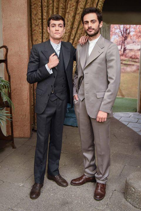Suit, Formal wear, Clothing, Tuxedo, Blazer, White-collar worker, Outerwear, Event,