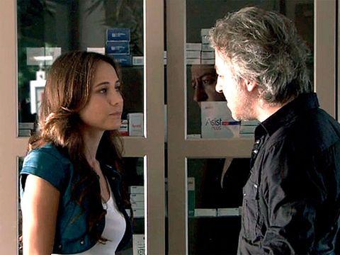 Conversation, Interaction, Scene, Brown hair, Smile, White-collar worker,