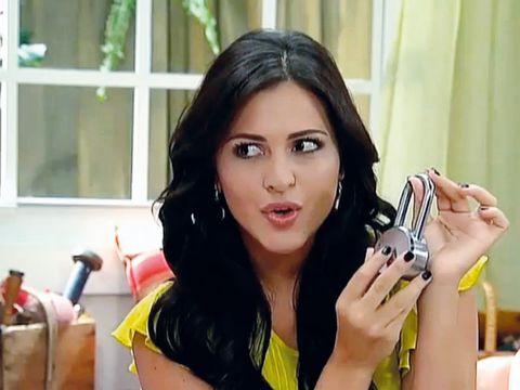 Finger, Hairstyle, Eyebrow, Hand, Mobile phone, Eyelash, Nail, Beauty, Black hair, Wrist,