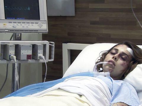 Hospital, Shoulder, Patient, Joint, Room, Hospital bed, Medical, Medical equipment, Comfort, Nap,
