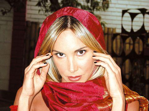 Lip, Finger, Hand, Eyelash, Fashion accessory, Hair accessory, Headgear, Headpiece, Beauty, Eye liner,