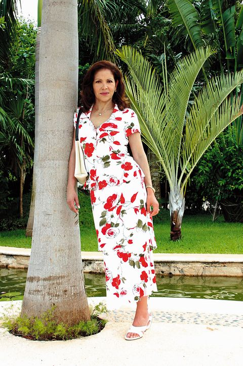 White, Clothing, Dress, Red, Green, Photo shoot, Beauty, Fashion, Botany, Shoulder,