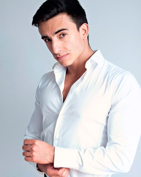 White, Chin, Dress shirt, Forehead, White-collar worker, Arm, Model, Neck, Formal wear, Muscle,