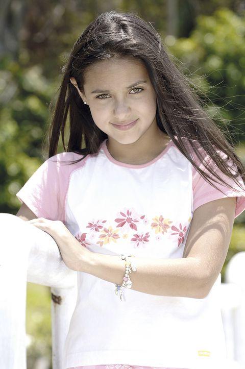 Hair, Beauty, Pink, Photography, Child model, Long hair, Photo shoot, Brown hair, Portrait, T-shirt,