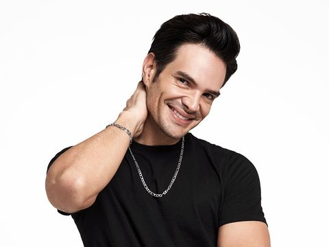 Hair, Facial expression, Neck, Skin, Chin, Arm, Forehead, Shoulder, Fashion accessory, Smile,