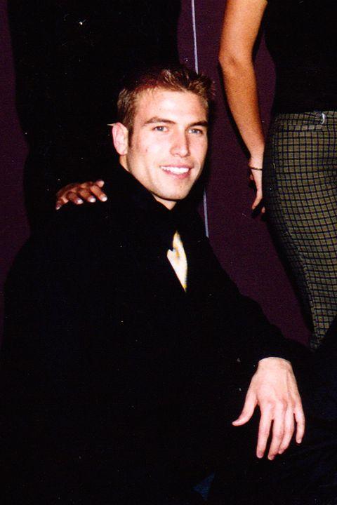 Finger, Dress shirt, Collar, Coat, Outerwear, Suit, Formal wear, Blazer, Suit trousers, Thumb,