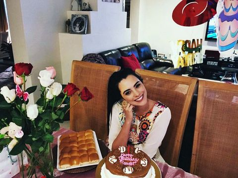 Sweetness, Cuisine, Room, Dessert, Petal, Baked goods, Cake, Ingredient, Plate, Bouquet,