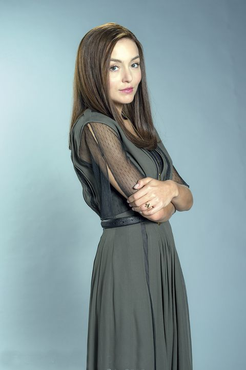 Sleeve, Human body, Shoulder, Textile, Joint, Standing, Style, Formal wear, Long hair, Fashion,