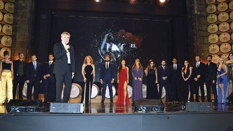 Stage equipment, Stage, Suit, Formal wear, Public event, Suit trousers, heater, Public speaking, Tuxedo, Orator,