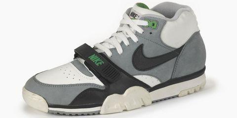 Footwear, Product, Shoe, Sportswear, Green, Athletic shoe, White, Sneakers, Logo, Light,
