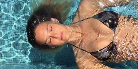 Nose, Chest, Aqua, Muscle, Turquoise, Swimming pool, Swimsuit top, Bikini, Underwater, Abdomen,