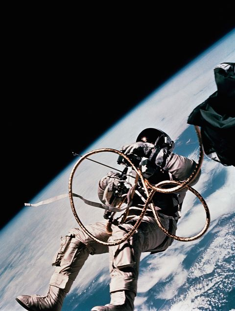 White floated outside the Gemini spacecraft for 21 minutes during the vehicle's third revolution around the Earth.
