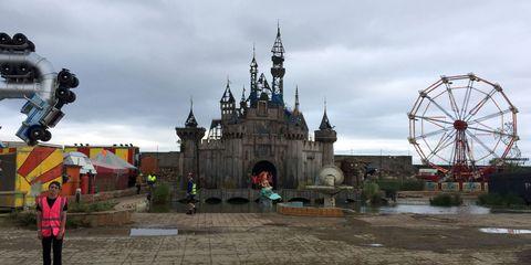 Ferris wheel, Cloud, Public space, Landmark, Tourist attraction, Amusement ride, Amusement park, Finial, Nonbuilding structure, Temple,