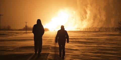 People in nature, Sunset, Backlighting, Sunrise, People on beach, Atmospheric phenomenon, Heat, Sunlight, Evening, Silhouette,