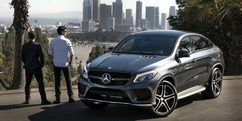 Tire, Automotive design, Vehicle, Alloy wheel, Rim, Car, Grille, Automotive lighting, Personal luxury car, Headlamp,