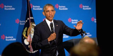 Dress shirt, Public speaking, Flag, Suit, Formal wear, Microphone, Tie, Spokesperson, Speech, Blazer,