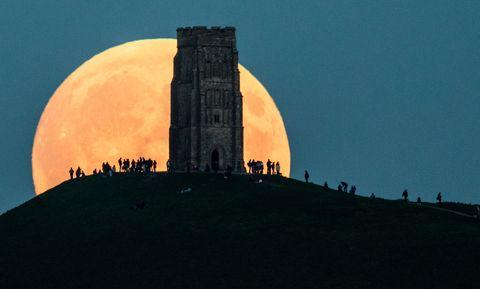 """8 Stunning Photos of Last Night's """"Super Blood Moon"""""""