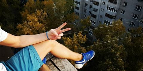 Blue, Finger, Shoe, Window, Human leg, Leaf, Condominium, Athletic shoe, Majorelle blue, Electric blue,
