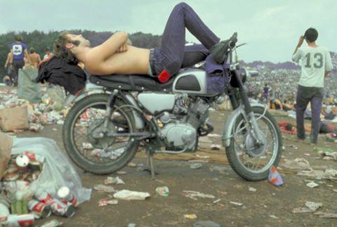 Tire, Wheel, Leg, Motorcycle, Human body, Automotive tire, Shoe, Mammal, Fuel tank, Fender,