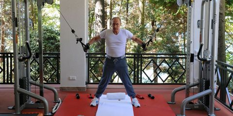 Elbow, Exercise, Physical fitness, Chest, Active pants, Trunk, Waist, Balance, Training, Rope,