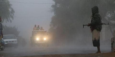 Atmospheric phenomenon, Dust, Haze, Shotgun, Mist, Soldier, Air gun, Military vehicle, Fog, Gun barrel,