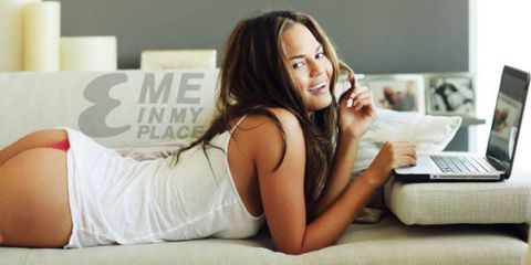Hair, Comfort, Laptop part, Elbow, Beauty, Youth, Thigh, Laptop, Long hair, Model,