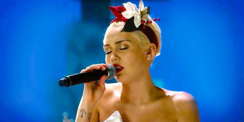 Audio equipment, Lip, Microphone, Hairstyle, Chin, Music artist, Style, Hair accessory, Singing, Youth,