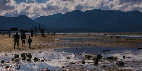 Coastal and oceanic landforms, Mountain range, Mountain, Wetland, Fluid, Shore, Beach, Ridge, Coast, Reflection,