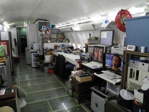This Man S Home Is A Boeing 727 Parked In The Oregon Woods