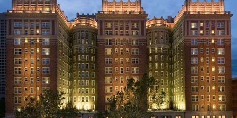 Window, Facade, Architecture, City, Apartment, Condominium, Urban area, Building, Commercial building, Metropolitan area,