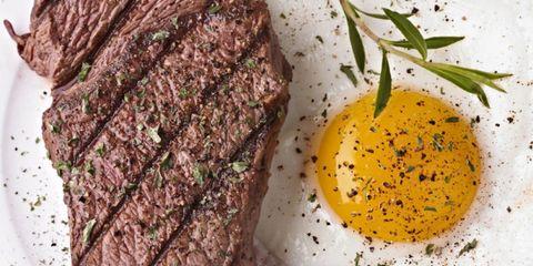 Serveware, Ingredient, Liquid, Beef, Oil, Kitchen utensil, Steak, Carne asada, Condiment, Spice mix,