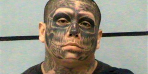 Cheek, Chin, Forehead, Eyebrow, Jaw, Organ, Temple, Neck, Mask, Active shirt,