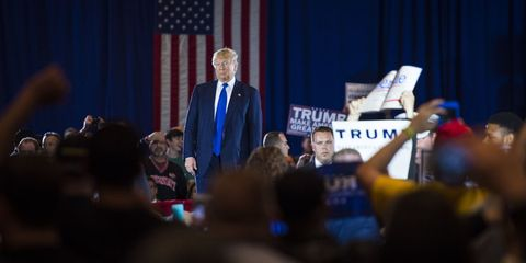 Flag, Public speaking, Curtain, Spokesperson, Government, Tie, Speech, Blazer, Audience, White-collar worker,