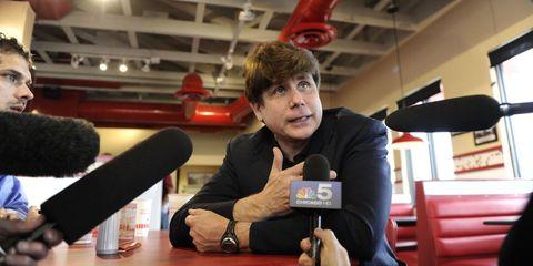 Watch, Ceiling, Wrist, Carmine, Spokesperson, Journalist, Businessperson, News conference, Debate,