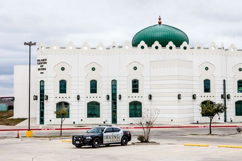 Muslim population in texas muslims in usa outside the 90000 square foot islamic center of irving a police carstands sentry to discourage protesters malvernweather Gallery