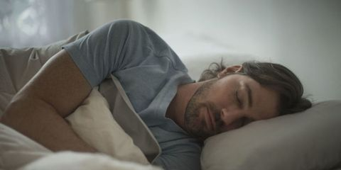 Here's Why You Stop Feeling Sleepy the Second You Get Into Bed