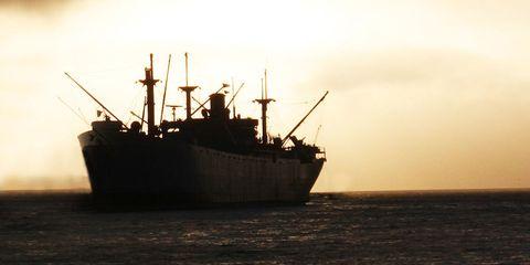 Watercraft, Boat, Liquid, Horizon, Fluid, Atmospheric phenomenon, Sea, Ocean, Ship, Calm,