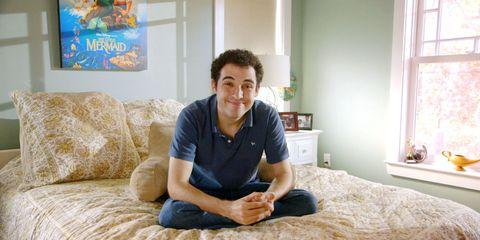 Comfort, Room, Sitting, Elbow, Linens, Knee, Bed, Bedroom, Bedding, Window covering,